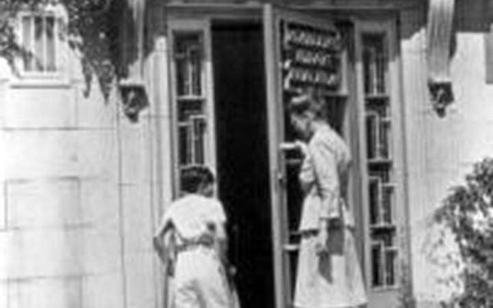 The entrance to the Agnes Tammen wing in 1940.